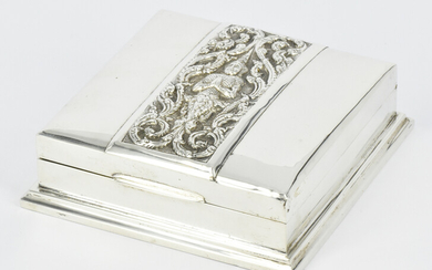 AN EARLY 20th CENTURY THAI STERLING SILVER BOX