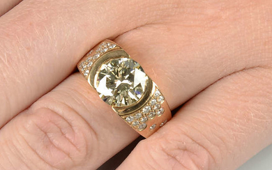 An 18ct gold brilliant-cut diamond single-stone ring, with similarly-cut diamond scattered sides.