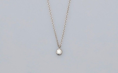 Chain and pendant in white gold, 750 MM, set with a diamond weighing 0.11 carat, length 45 cm, spring ring, weight: 1.95gr. rough.