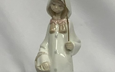 LLADRO GIRL IN WHITE CLOAK WITH WALKING STICK