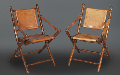 Pair of scissor chairs. In carved wood with...