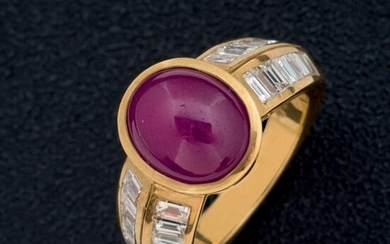 Ruby cabochon and carré diamonds ring