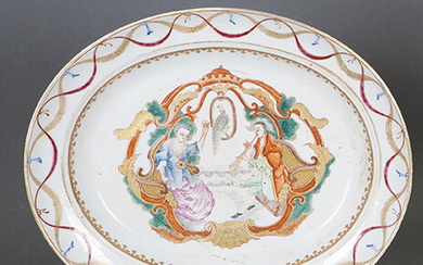 Source in Chinese porcelain for export, ff. s. XVIII. Decorated with a court scene in the centre and a scalloped border. Measurements: 31x37 cm. Exit: 300uros. (49.916 Ptas.)