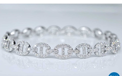 Tennis bracelet with diamond links with 157 diamonds.
