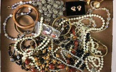 Vintage Lot of Costume Jewelry : Beads, Bangles