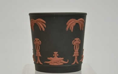 WEDGWOOD BLACK & CORAL VASE WITH ALLIGATORS