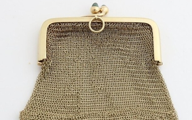 Yellow gold chain mail purse, 585/000, with a rectangular bracket and 2 buttons in the shape of an acorn with blue stones. about 39.5 grams. In good condition