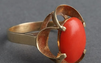 14K Gold Oval Coral Ring