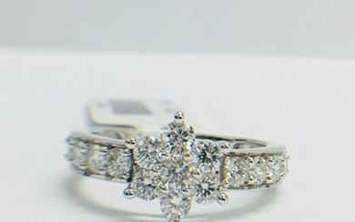 18ct White gold Diamond Cluster ring, G/H colour...