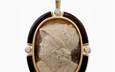 18kt gold, agate and diamond cameo