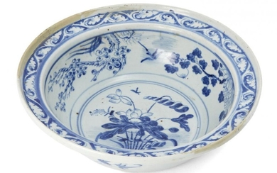 A Chinese porcelain deep bowl, early 19th...
