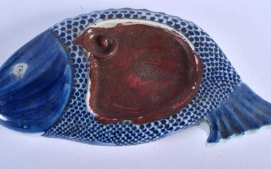 A CHINESE BLUE AND WHITE PORCELAIN INK STONE BEARING