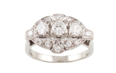 A DIAMOND FANCY CLUSTER RING, with diamonds of approx 1.10ct...
