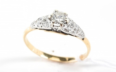 A DIAMOND SET RING OF APPROXIMATELY 0.15CTS, IN 18CT GOLD AND PLATINUM, SIZE Q