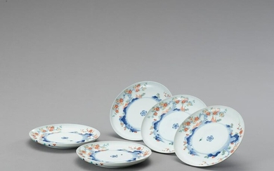 A GROUP OF FIVE KAKIEMON PORCELAIN DISHES
