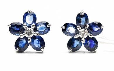 A PAIR OF FLORAL SAPPHIRE AND DIAMOND EARRINGS IN 18CT WHITE GOLD, 4.2GMS