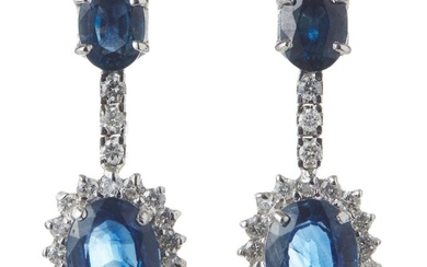 A PAIR OF SAPPHIRE AND DIAMOND DROP EARRINGS IN 18CT WHITE GOLD, TO POST AND BUTTERFLY FITTINGS, LENGTH 25MM, 6GMS