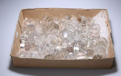 A QUANTITY OF 18TH AND 19TH CENTURY GLASS STOPPERS.