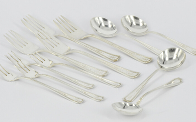A SET OF FOUR STERLING SILVER PAUL REVERE REPRODUCTION BY TOWLE CAKE FORKS