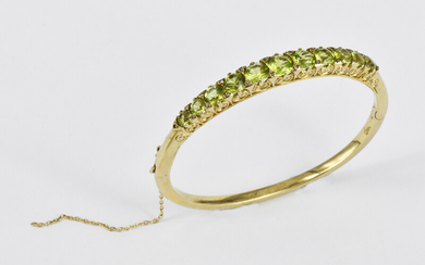 AN ANTIQUE STYLE BANGLE