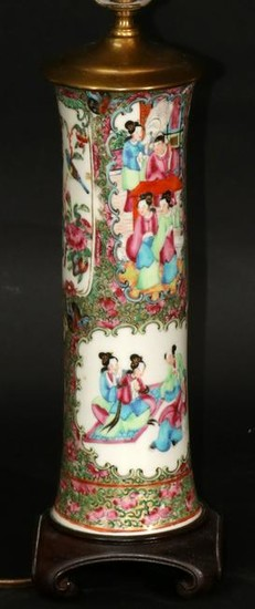 CHINESE ROSE MEDALLION PORCELAIN VASE, 19TH C.