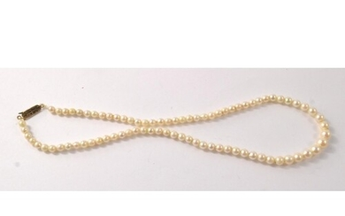 CULTURED PEARLS NECKLET graduated single row of Akoya cultur...