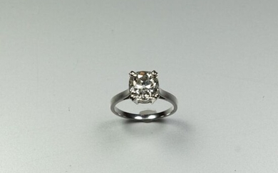 Solitaire ring in 18K (750/oo) white gold centered...