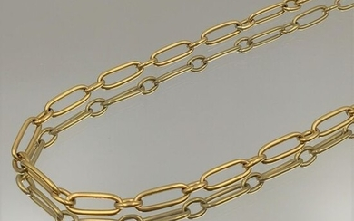 Yellow gold chain (750‰) with alternating oval links.
