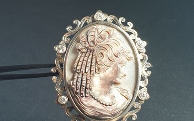 19,2 kt. White gold - Brooch mother of pearl - Diamonds
