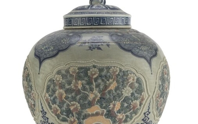 A BIG CHINESE WHITE AND BLUE PORCELAIN VASE 20TH CENTURY.
