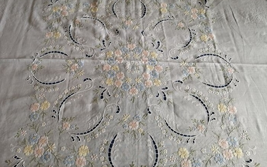 Artwork!! Very rich 100% pure linen bedspread with floral embroidery in full stitch and - Linen - AFTER 2000