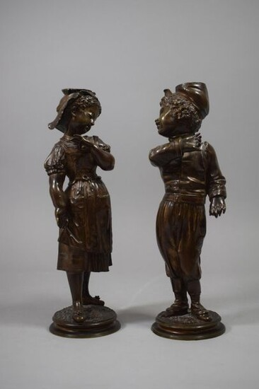 Couple of bronze children forming a pendant. Cast iron early 20th century.