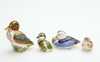 FOUR ROYAL CROWN DERBY PAPERWEIGHTS, INCLUDING 'DUCK', 'DERBYSHIRE DUCKLING', AND 'DUCK & DUCKLING' MEMBERS PACK, LEONARD JOEL LO