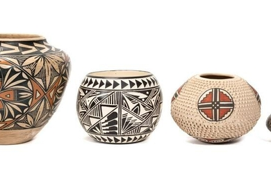 GROUP OF FOUR AMERICAN & MEXICAN POTTERY VESSELS