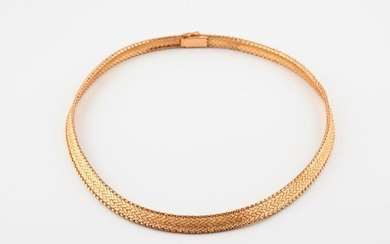 Necklace in yellow gold (750) with amatie scales.