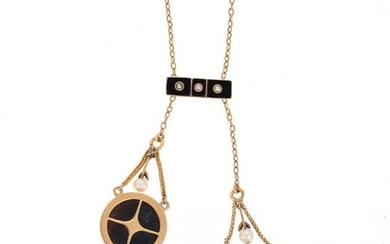 Neglected necklace in 18 K (750 °/°°°) yellow gold, chain with chain link retaining a barrette and two discs set with onyx, adorned with diamond or pearl roses, two of which are in pendants.