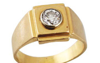 RING in yellow gold with a diamond weighing...