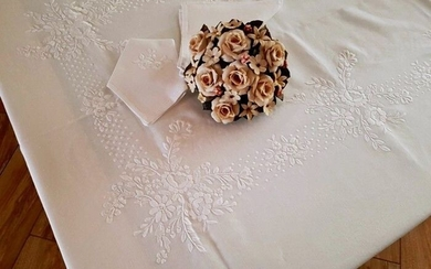 Spectacular!! 12 x tablecloth (including 12 linen napkins) in 100% pure linen with embroidery - Linen - AFTER 2000
