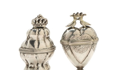 "Two parcel-gilt silver ""hovedvandsæg"" vinaigrettes. Weight 38 g. and 36 g. H. approx. 7 cm. (2)"