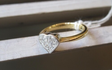 18ct Yellow gold heart shaped multi cluster diamond ring, ap...