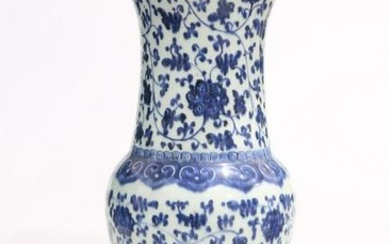 A CHINESE BLUE AND WHITE MING-STYLE VASE, 18TH CENTURY