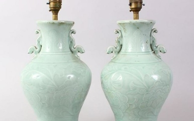 A GOOD PAIR OF 19TH / 20TH CENTURY CHINESE CELADON