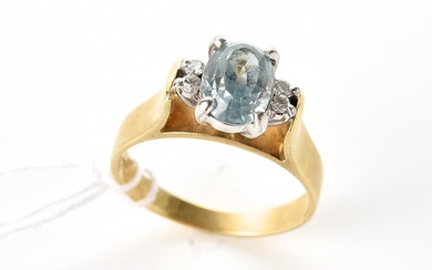 AN AQUAMARINE AND DIAMOND RING IN 18CT GOLD AND PLATINUM, SIZE N-O, 4.8GMS