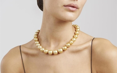 AN IMPRESSIVE STRAND OF GOLDEN SOUTH SEA PEARLS BY AUTORE