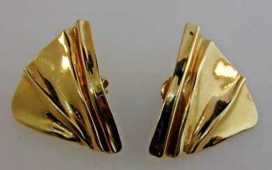 CHIC 14k Yellow Gold Earrings Vintage