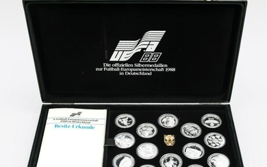 Collection of 14 medals