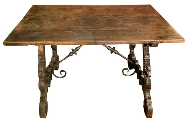 """""""Fratino"""" style table in walnut, Sicily, eighteenth"""