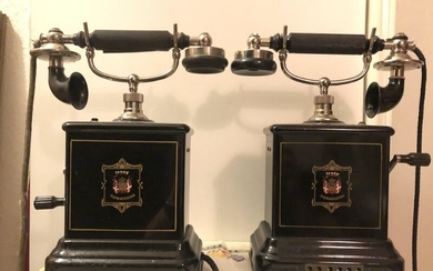 Two Danish table telephones, Jydsk Telefon Aktieselskab, metal and bakelite. H. 35. (2)