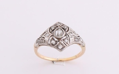 Yellow gold ring, 585/000, with diamond. Ring with a
