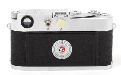 A LEICA M3 CAMERA BODY number 951220